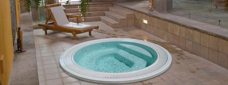les spas d di s aux professionnels maison et spa acheter un spa professionnel dans le 77 pour. Black Bedroom Furniture Sets. Home Design Ideas